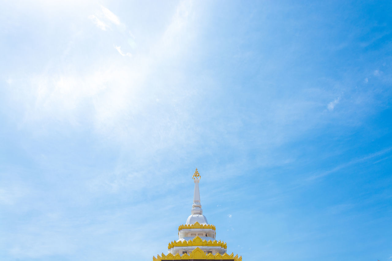 Thailand temple Architecture Buddha Cloud Cloud - Sky Corona Famous Place Fog High Section Low Angle View Outdoors Religion Roof Rooftop Sky Spirituality Sructure Sun Halo EyeEm Best Shots - Architecture EyeEm Best Shots EyeEm Gallery Snapshots Of Life Spotted In Thailand