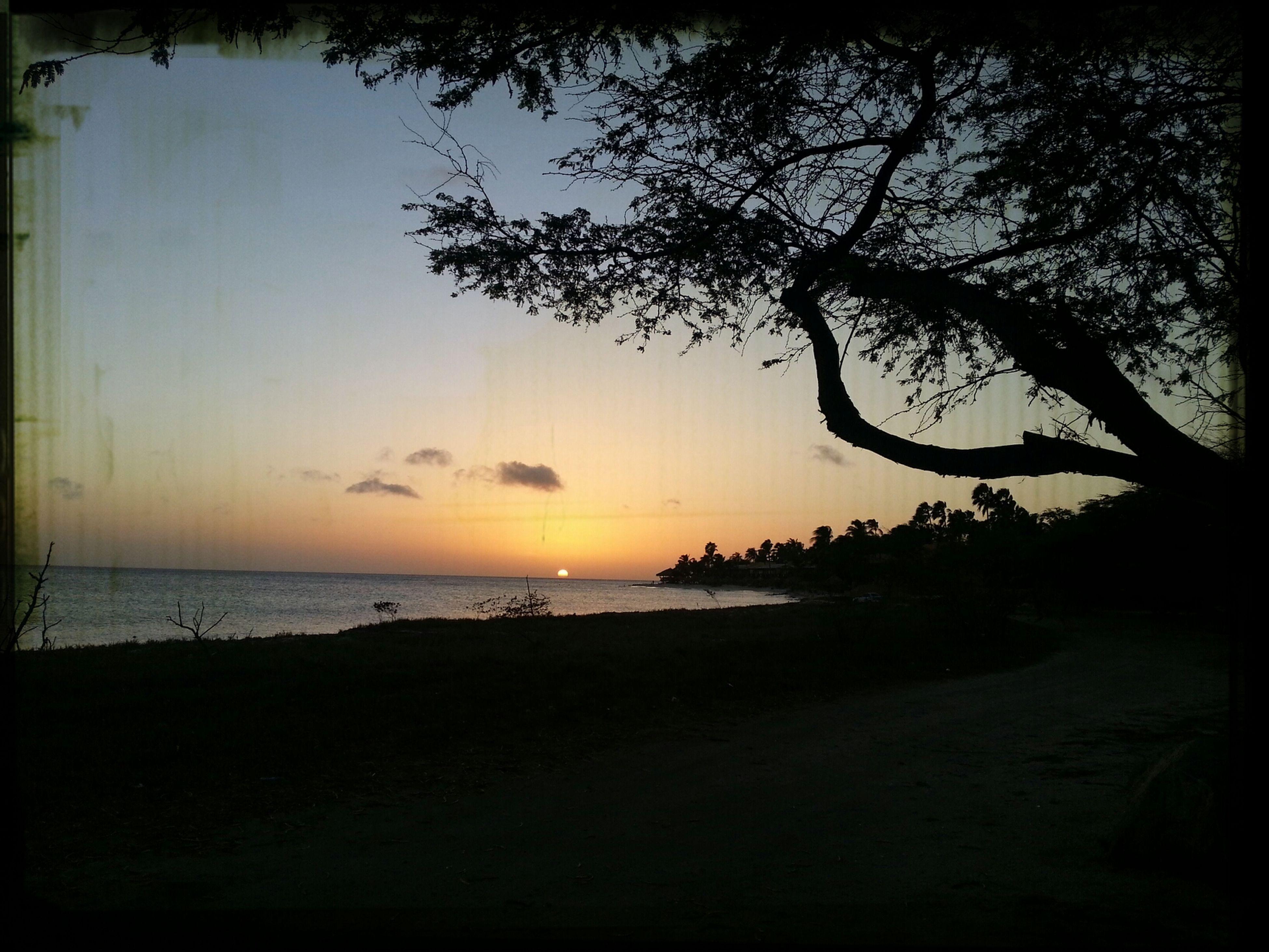 Atardecer en la isla feliz...