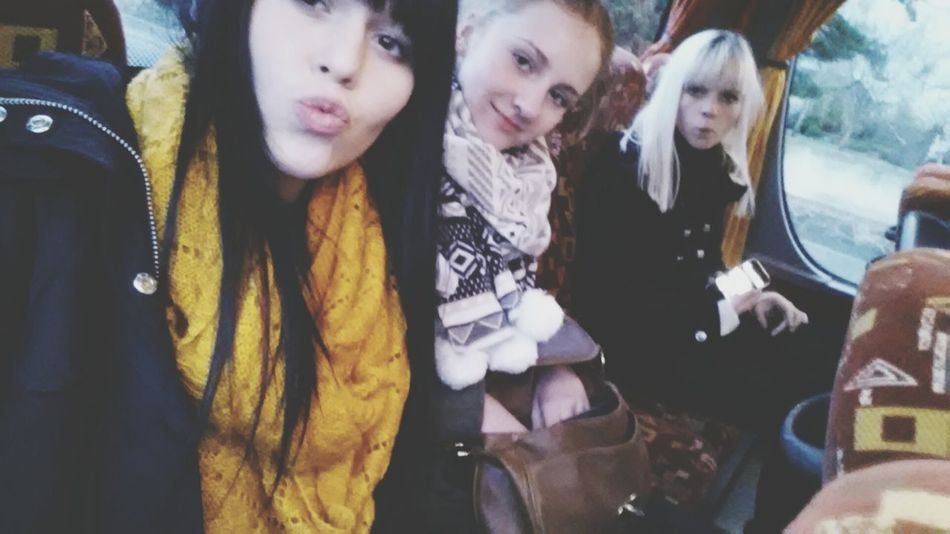 Bus Thebestgirls Kussi