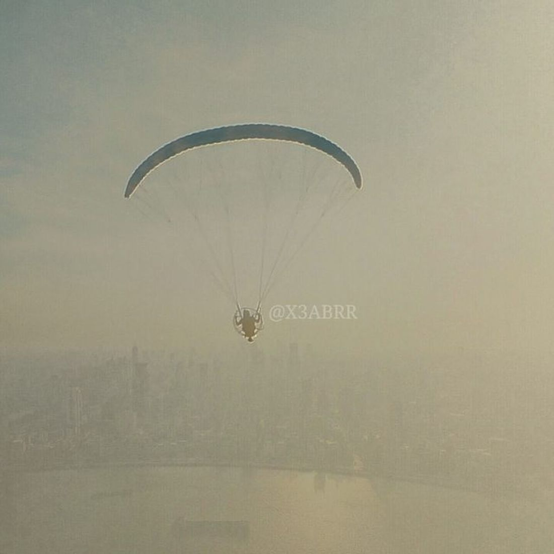 الصورة الواضحة من تصويري  تمازج . الطيران_الشراعي تهور Paragliding Aviation Sailing 2015  السعودية  طيران_شراعي سعودي