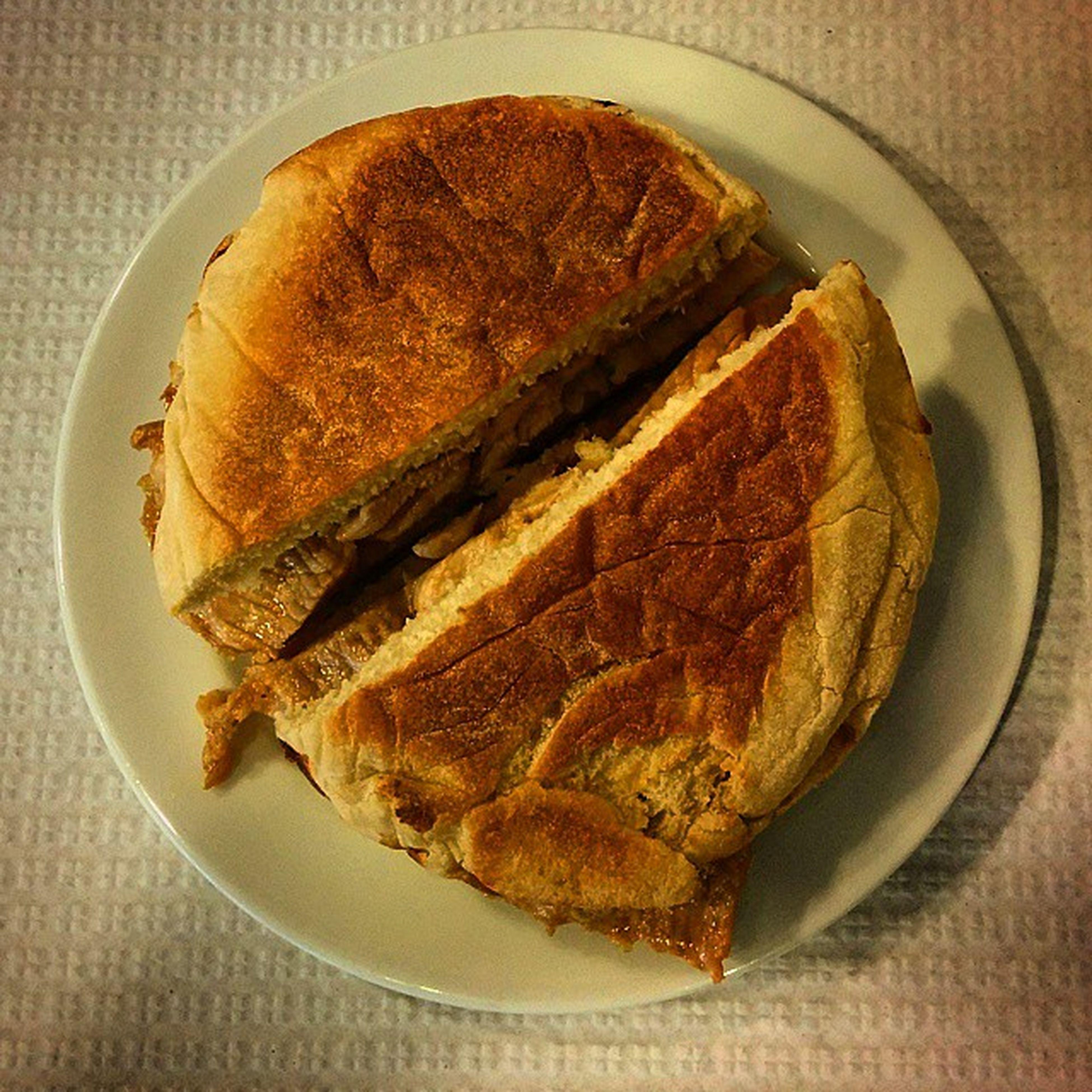 Un des sandwichs typique du Portugal : bifana bolo de caco Bifana , Bolodecaco , Foodporn , Lisboapt , igersportugal, lisbon, food, yammy