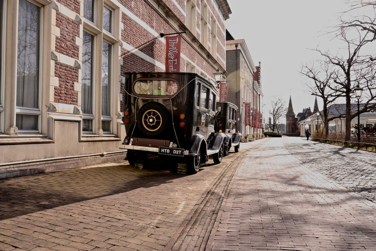 """Scenery with Vintage Car : 日本の中のヨーロッパ ( Europa in JAPAN """"HUIS TEN BOSCH"""" ) ハウステンボス / LEICA Q typ116 Aperture-priority AE 28mm de have a Good day, EyeEm mate 28mm Europa HUISTENBOSCH Low Position Nagasaki JAPAN Nagasaki Today Perspective Photography Streetphoto_color Streetphotography Sunny Side Of Street The Way Forward Transportation Vintage Cars Yesterday Afternoon"""