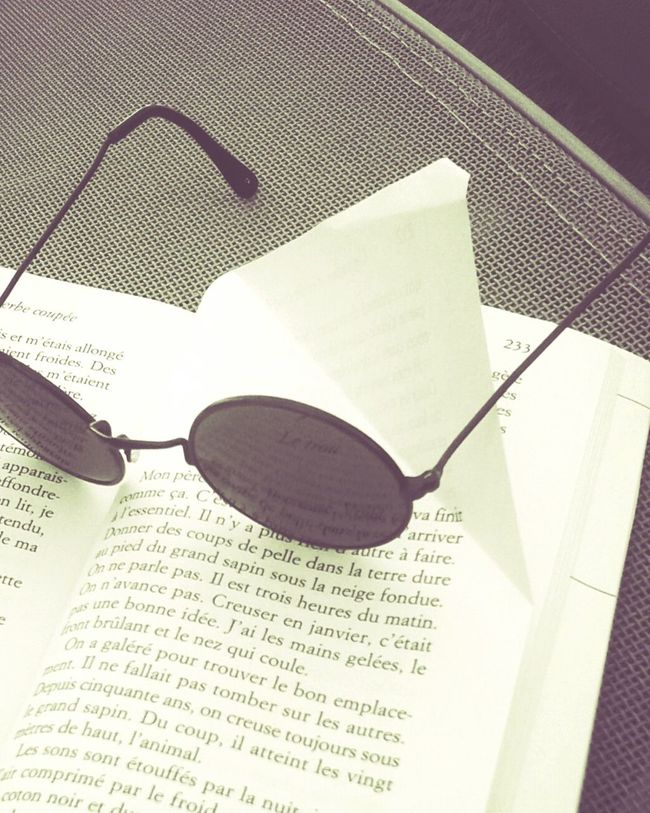 Relaxing Reading A Book Paper View Books To Read Sundaymood Sunny Day Outdoor Activity Leisure Activity