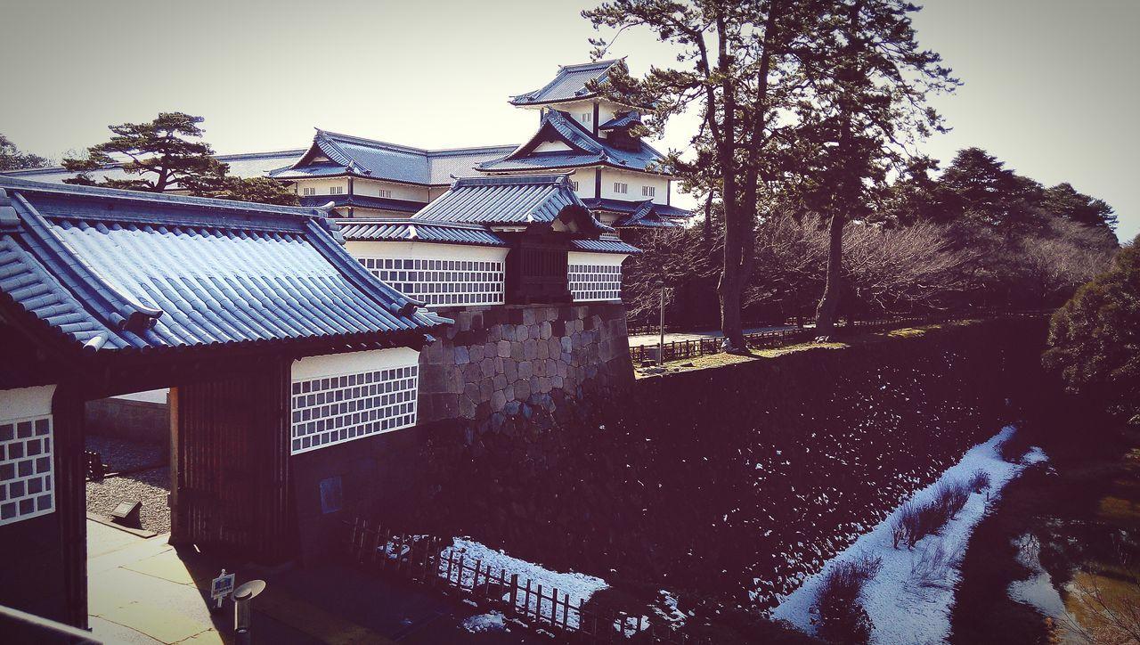 The castle in Kanazawa looks plain. 金澤城看起來比較簡樸~