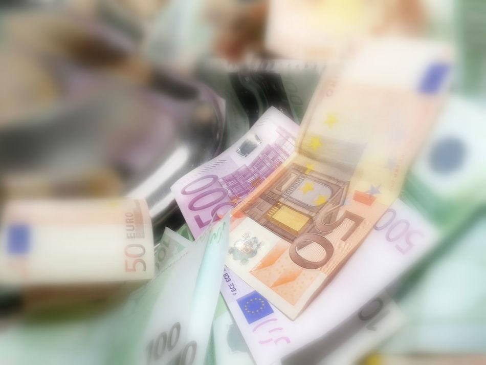 Bar Code Close-up Currency EUR Euro Geld Geld Waschen Geldscheine Indoors  Kriminalität No People Paper Currency Waschen Waschtrommel Washmashine Wäsche