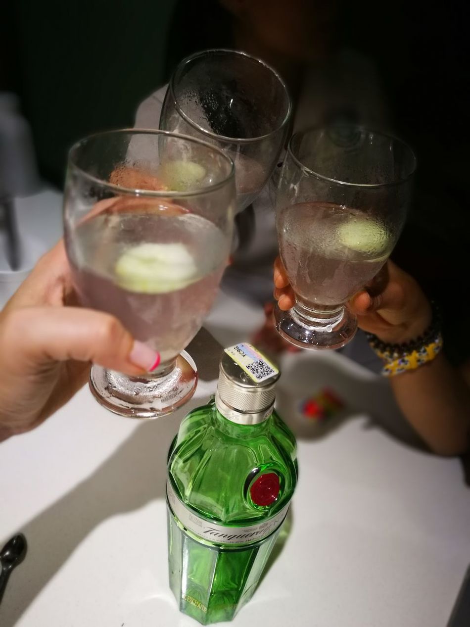 Ginebra Friends ❤ Fridaynight Cocteles Tanqueray Cheers Salud! Cali Colombia