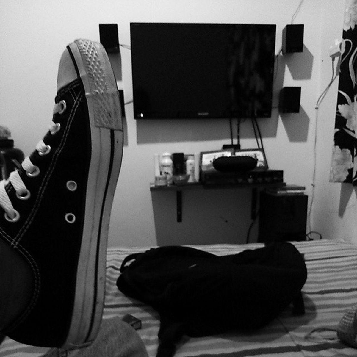 Blackandwhite Converse Shoespotrait