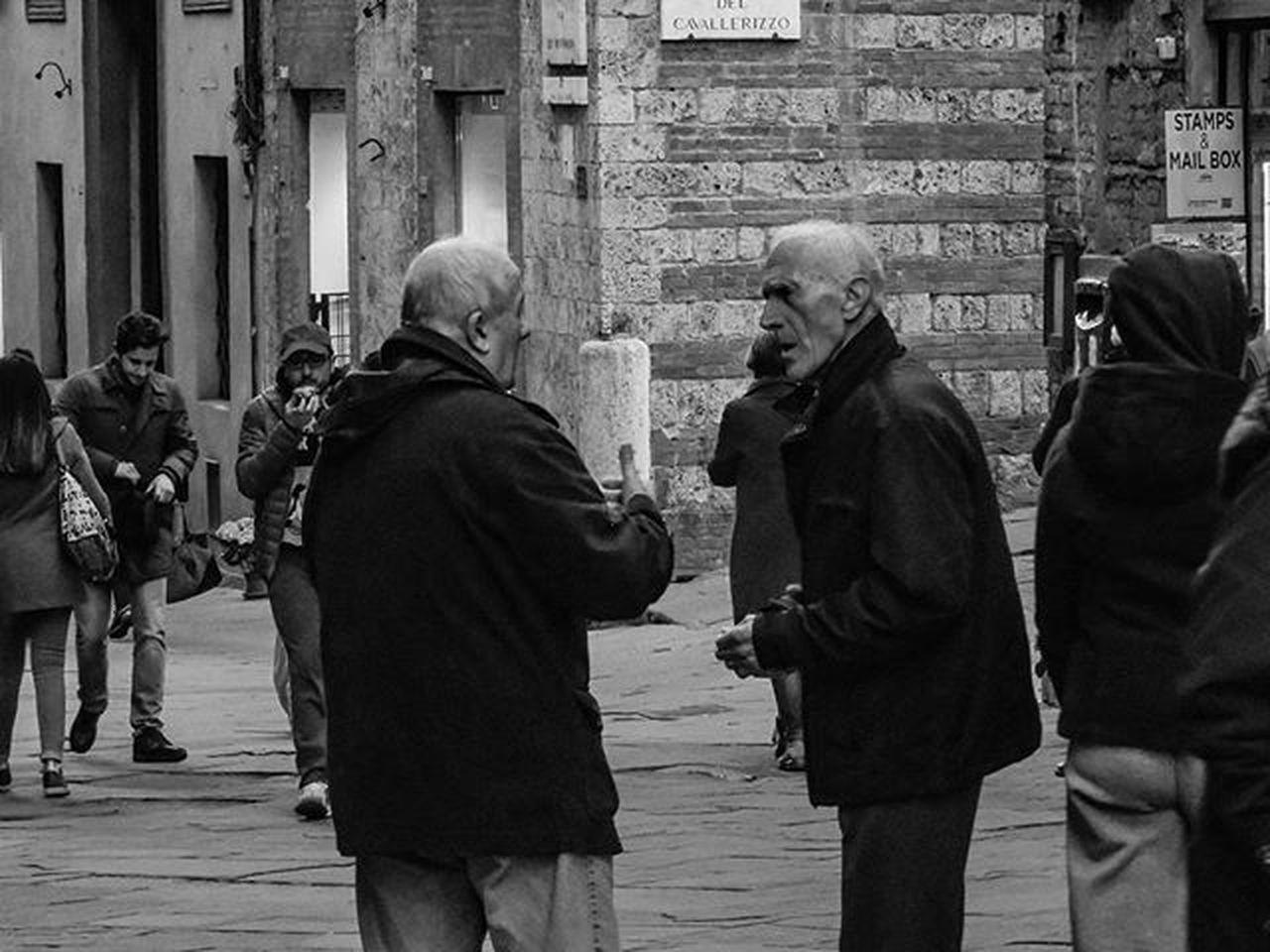 Di quel viaggio non ricordo più niente. Ero troppo occupato a fotografare e non ho guardato. ●Umberto Eco● Umbertoeco Biancoenero Blackandwhite Bw Bnw Monochrome Italy Italia Picoftheday Photooftheday Streetphotography Street Roma Rome Milano Toscana Igersitalia Firenze Tuscanybuzz Siena Piazzadelcampo Igerstoscana Igerssiena Pisa Ig_siena ig_toscana buonanotte goodnight primavera spring