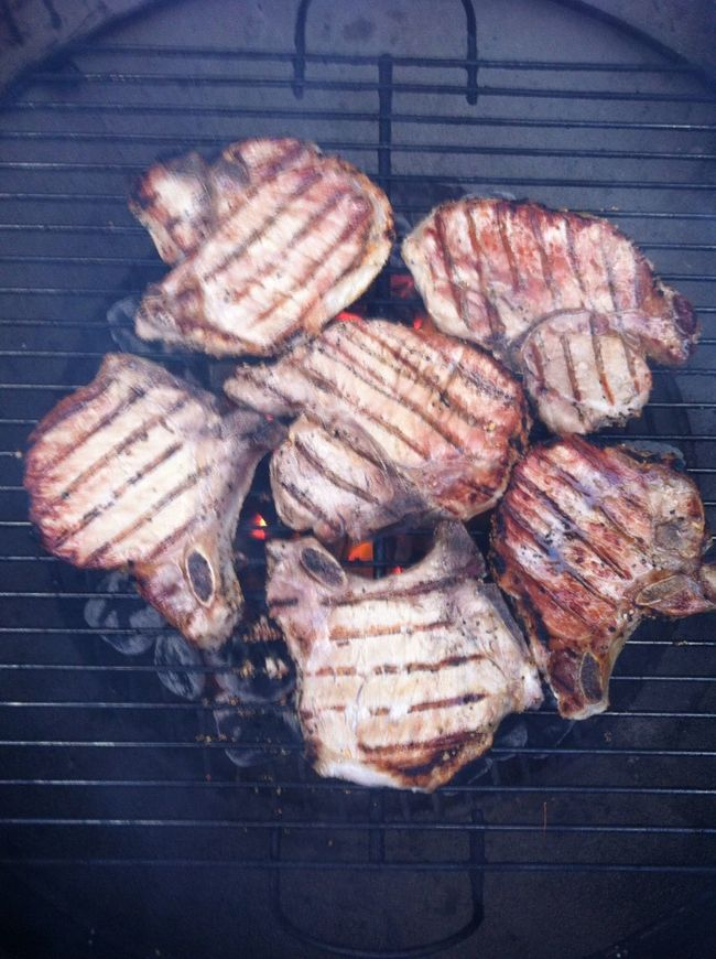 Grilled some pork chops last night ICanCookMyAssOff Nomnombomb TheExpensiveWinos Yummy♡
