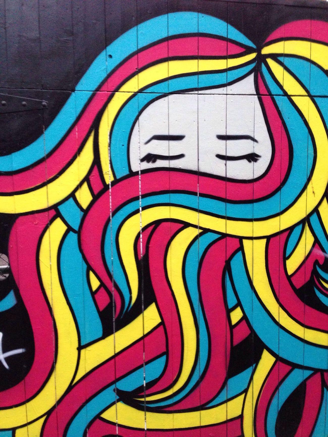 Streetart I See Faces Graffiti