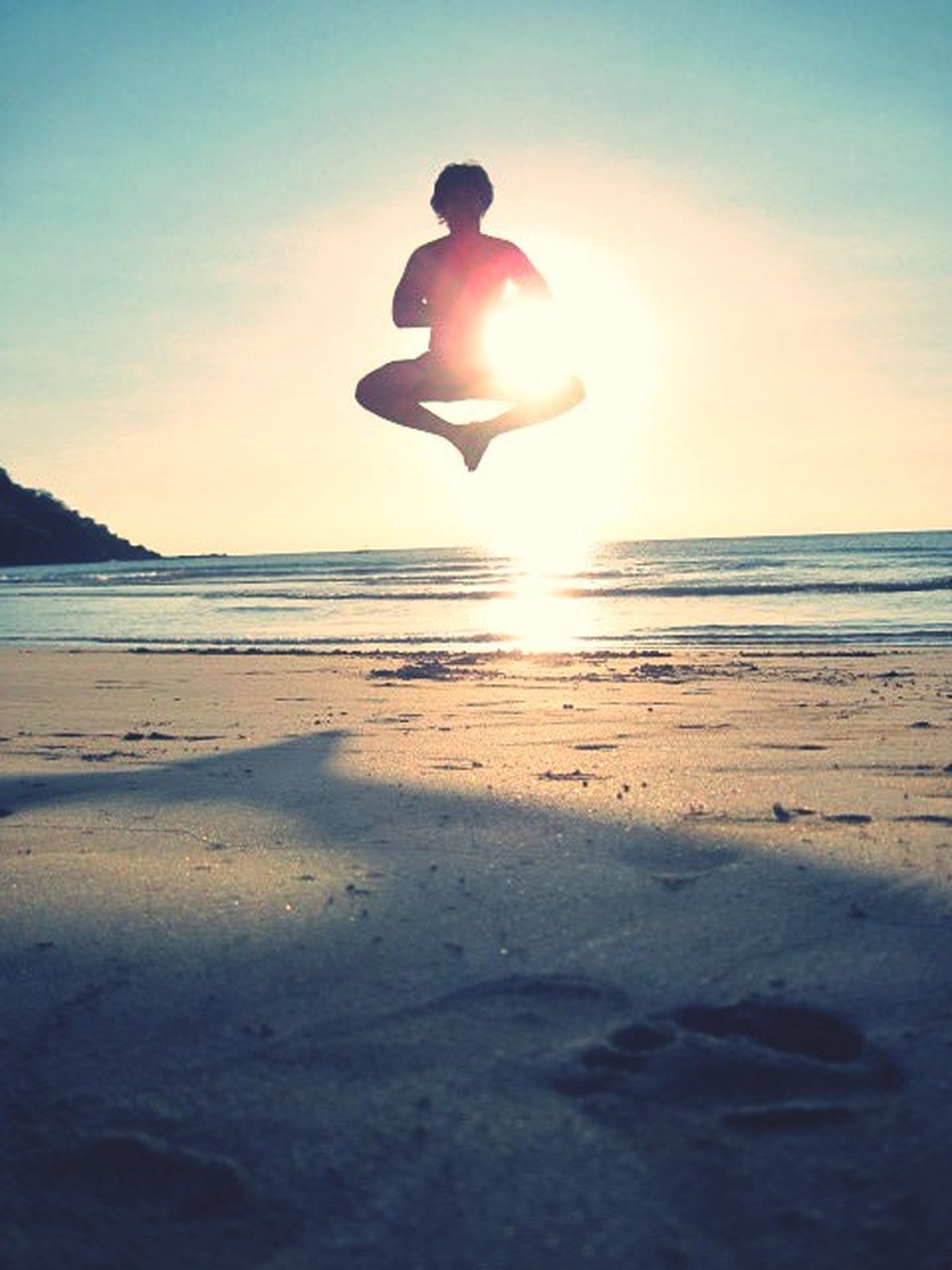 sea, beach, sun, horizon over water, water, sunset, scenics, shore, tranquil scene, beauty in nature, sky, tranquility, sunlight, sand, nature, idyllic, reflection, sunbeam, outdoors, lens flare