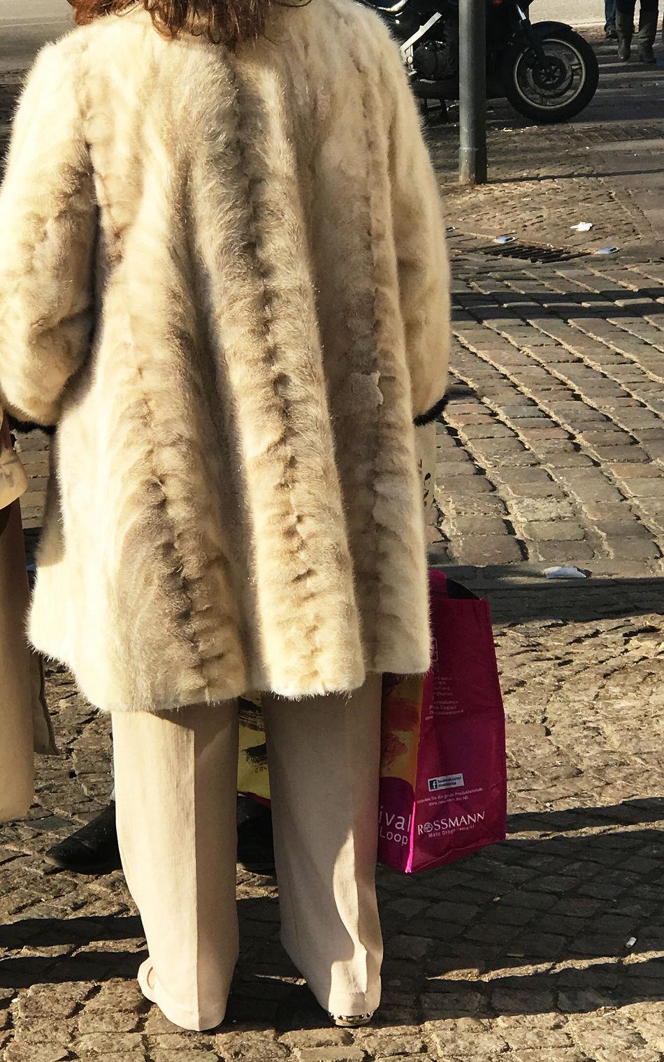 female model wearing a fur coat woman in fur coat Beauty Eleganz Elégance Fame Fashion Fell Female Frau Fur Fur Coat Fur Jacket Lifestyle Luxury Luxus Mode Pelz Pelzjacke Pelzmantel Schönheit Sinnlichkeit Stil Trendy Winter Winter Coat Wintermantel