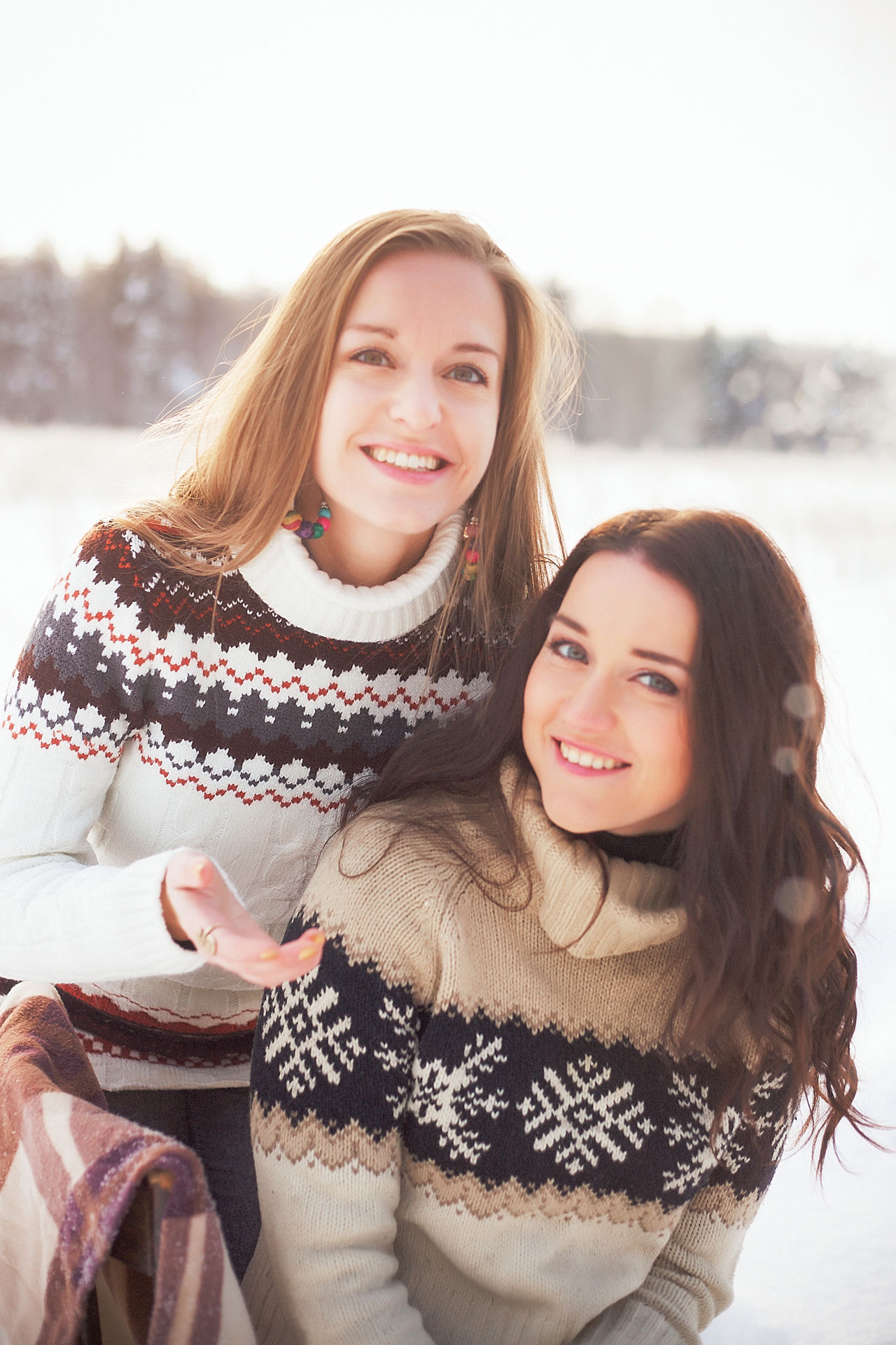 Two People Young Women Happiness Winter Women Friendship Smiling Portrait People Outdoors Day Gerl Gerl Portret Real People