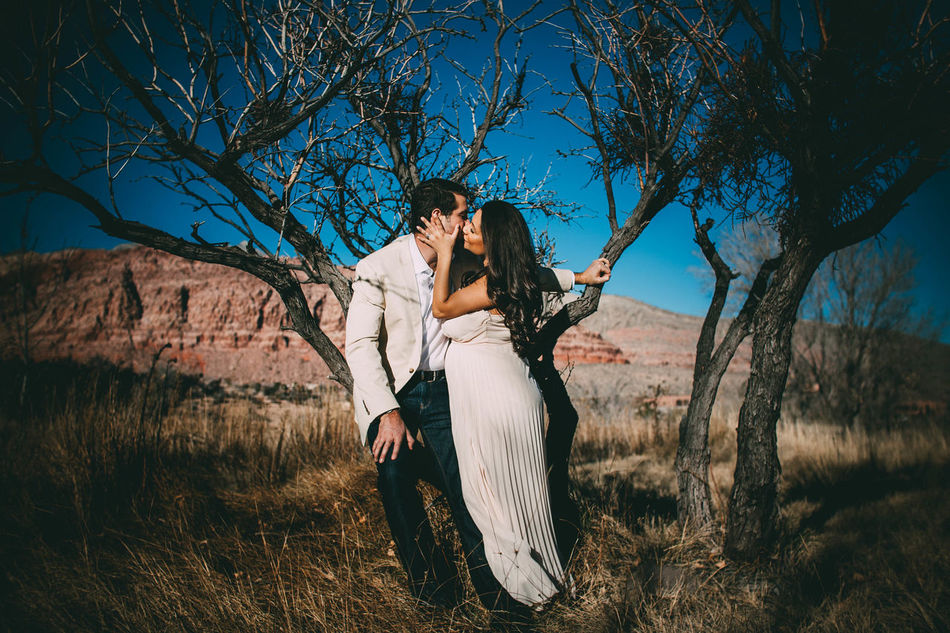 Two People Adult Adults Only Togetherness People Young Women Only Women Standing Young Adult Tree Love Women Outdoors Happiness Couple - Relationship Sky Day Real People Nature Bride Evanscsmith Photographerinlasvegas Lasvegas Females Men