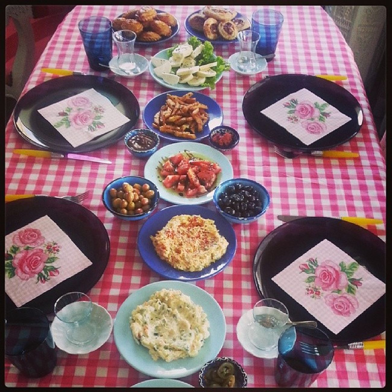 Süpriz misafir gelince yeniden kahvaltı hazırlanır :)) Instalike Instagood Instafood Instakahvaltı kahvalti pastalinmutfagi pastalinphotography