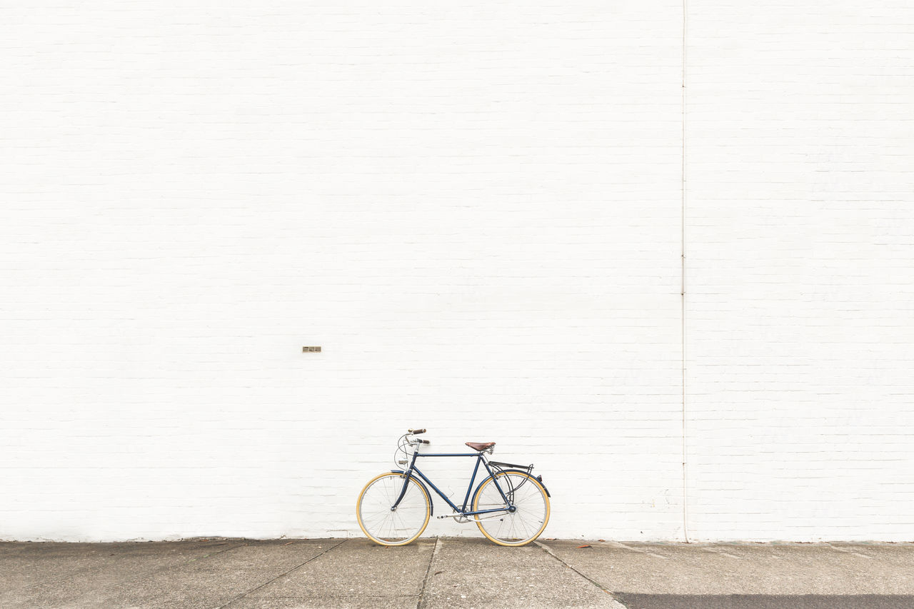 Beautiful stock photos of mauer, Absence, Australia, Bicycle, Day