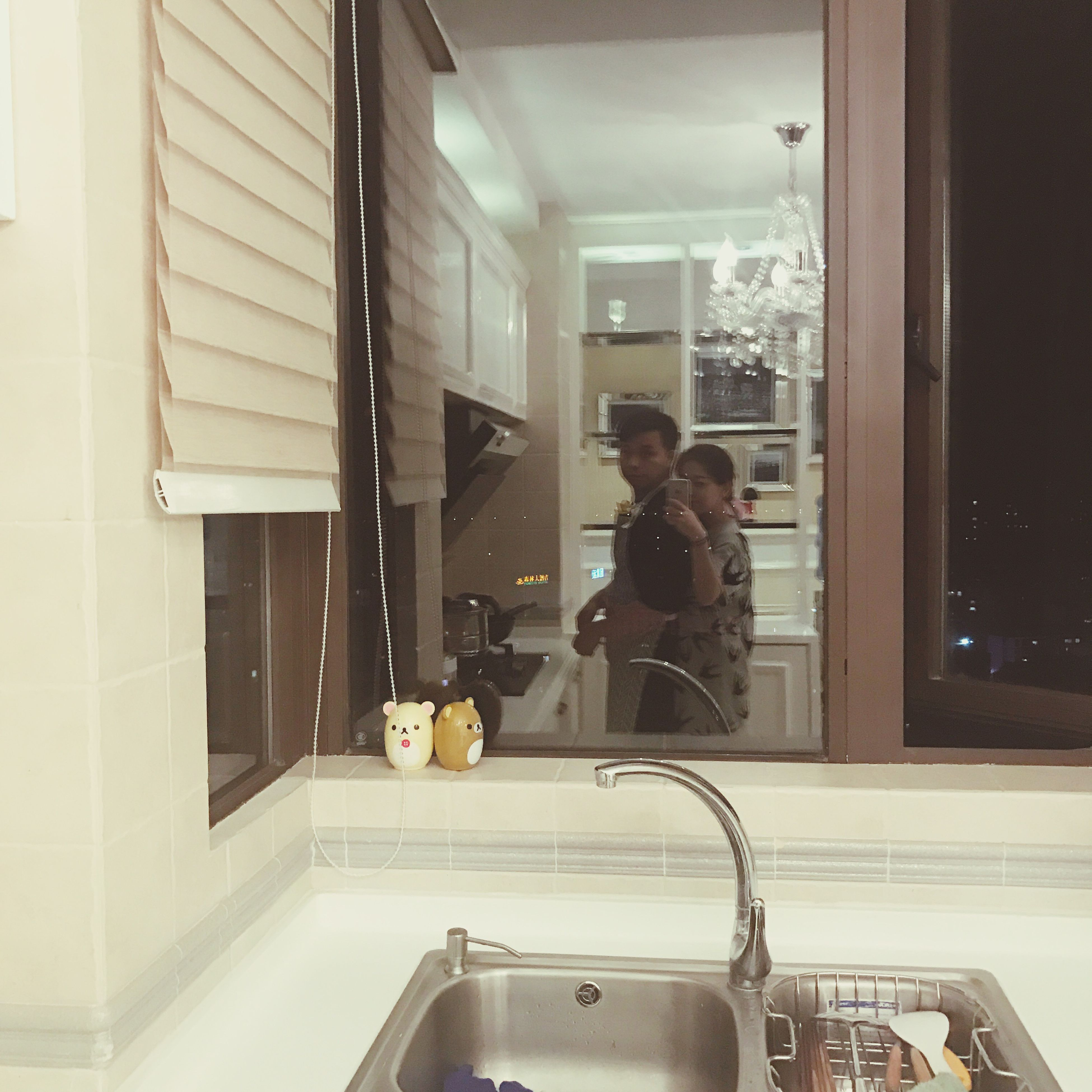 domestic room, domestic kitchen, indoors, kitchen sink, one person, kitchen, adults only, domestic life, people, adult, faucet, one woman only, hygiene, day
