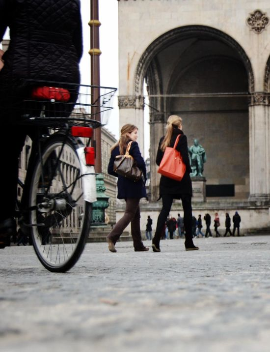 Bicycle Bike Ride Bike Rides Celebrate Your Ride City Life City Street Culture Land Vehicle Leisure Activity Lifestyles Munich Real People Street Street View Streetphotography Transportation Walking Women