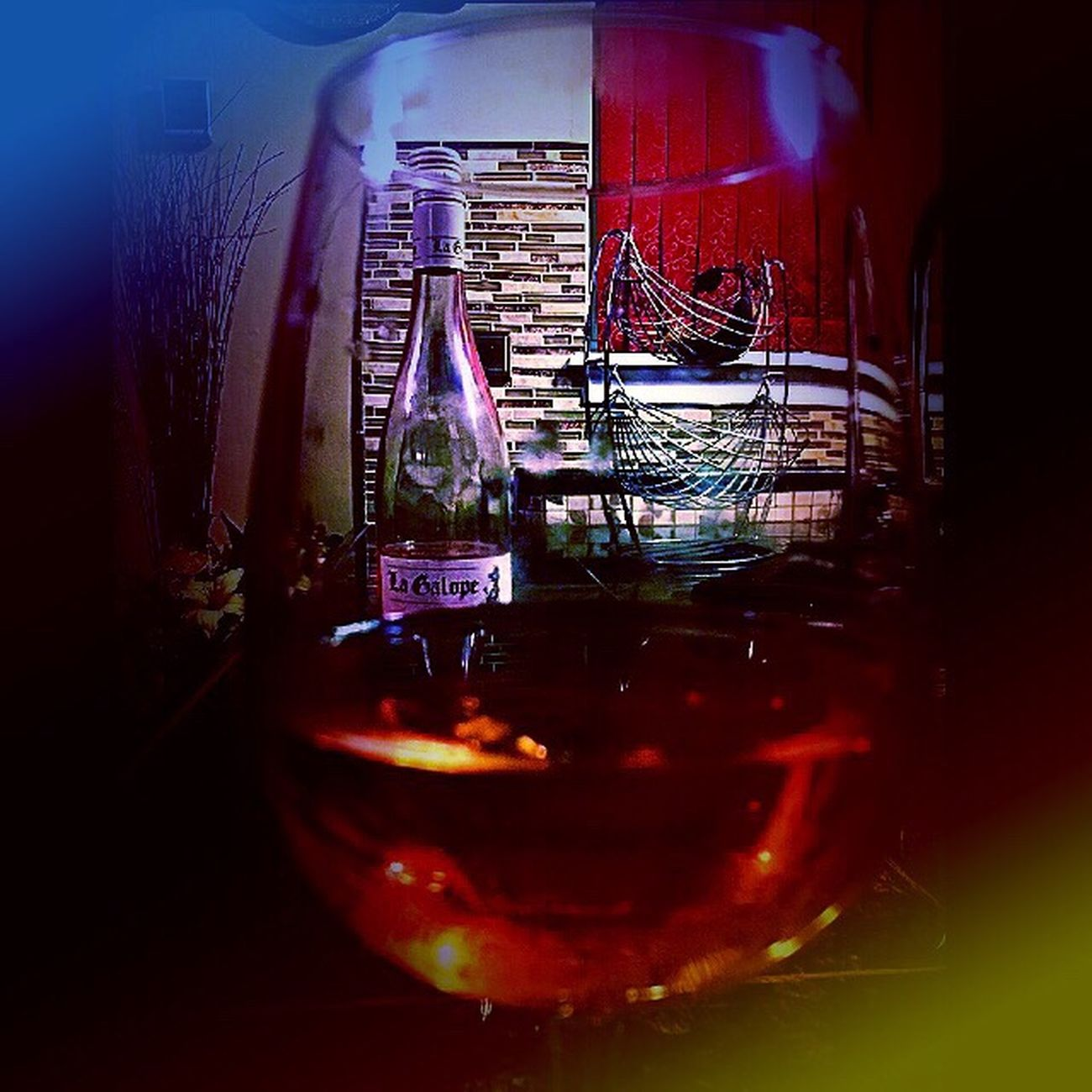 IPS2016Stilllife Wineglass Winebotttle IPhoneography