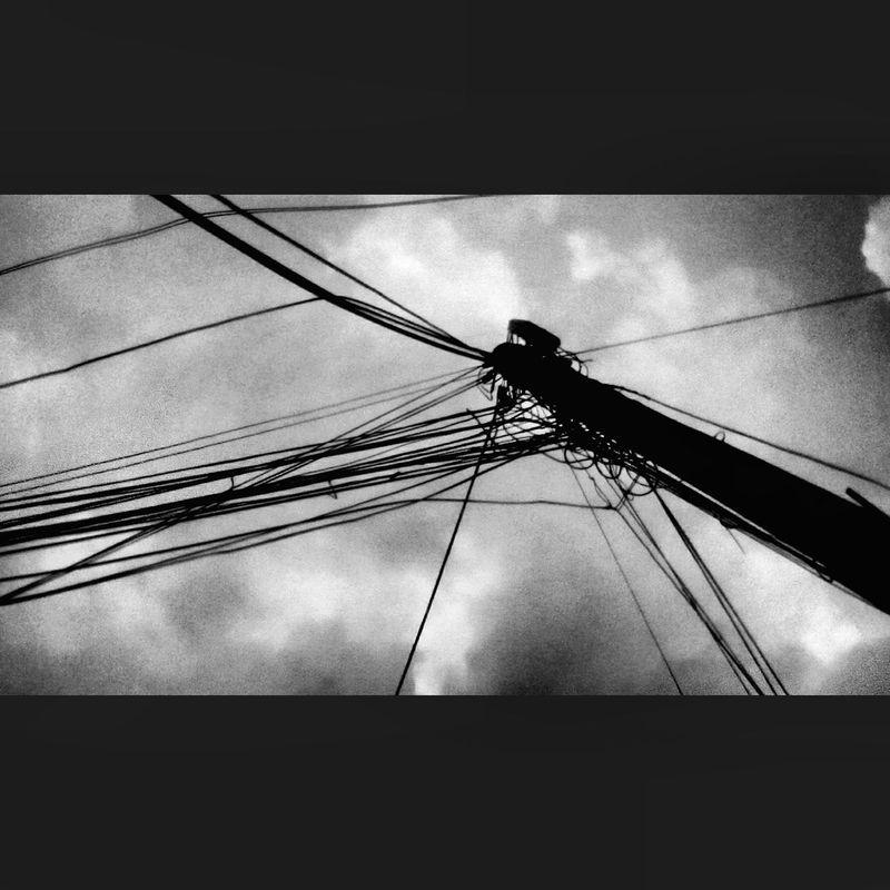 Cableado nublado. Cloudy & cabling. Cable Nublado Dia Nublado Black Cloudy Day Cabling CDMX.