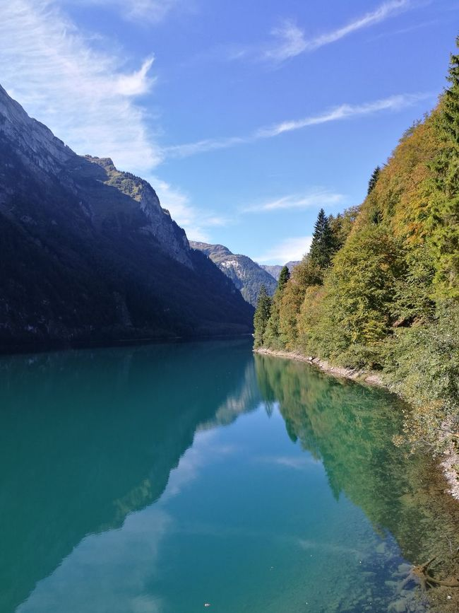 Water Reflection Mountain Beauty In Nature Nature Blue Tranquil Scene Day Taking Photos HuaweiP9 HUAEWI P9 Alpen Berge See Bergsee Klöntalersee Tree spiegelung Lake Hanging Out herbst Autumn