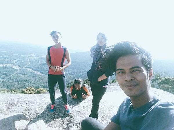 first group reached the top yesterday.. be proud hiking with them.. Gunungdatuk