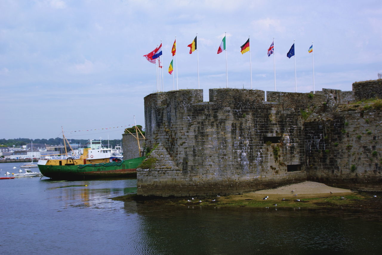 Architecture Architecture Architecture_collection Bird Photography Boat Boat And Flag Boat And Sea Boat And Water Boat Ride Boats Bretagne Bretagnetourisme Day Flag Flag In The Wind Flags Flags In The Wind  Multi Colored No People Old Boat Outdoors Patriotic Patriotism Sky Travel Destinations