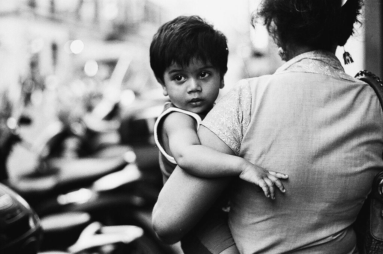 Streetphoto_bw Streetphotography Streetphotography_bw Child RePicture Motherhood