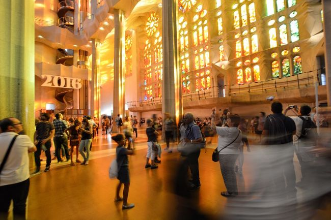 España Barcelona SPAIN Sagrada Familia La Merce Light Luz Rainbow Arcoiris Fantastico Architecture Indoors  Movingppl Battle Of The Cities Capturing Movement Capturing Motion