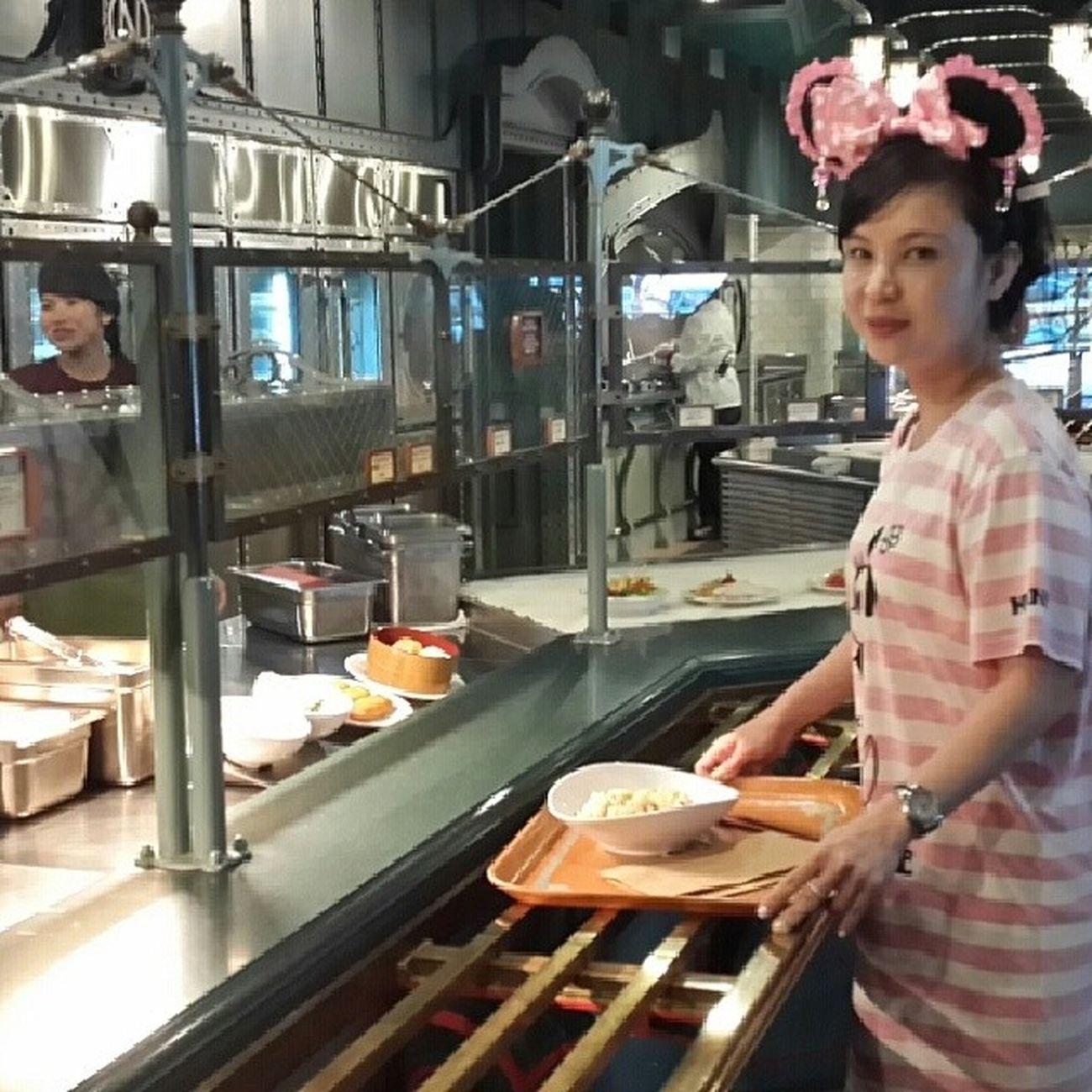 Break for lunch at Tokyodisneysea Japan JP 20140424