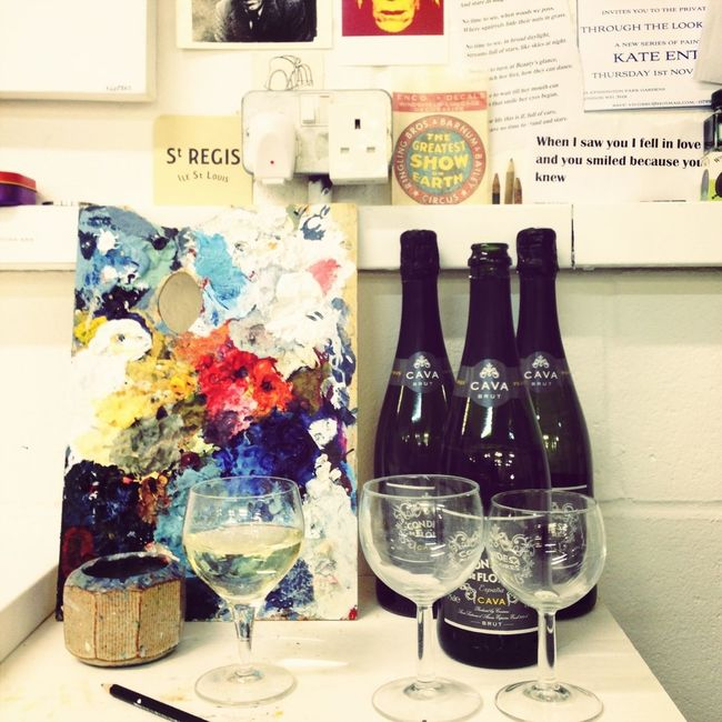 Come and visit me in my lil studio! Bubbles await... And I've started a new canvas to mark this special occasion...fun times...