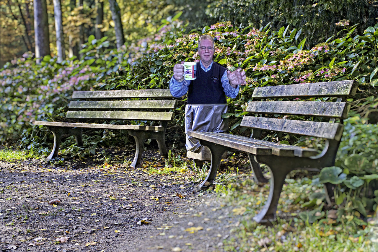 bench, one man only, adult, one person, day, only men, park - man made space, outdoors, men, relaxation, adults only, sitting, nature, looking at camera, people, full length, portrait, seat, working, beauty in nature, freshness