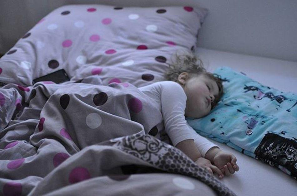 Night 💭💭💭Szumiwięcśpi Goodnight Sweetdream Dobranoc Instapic Instababy Igkid Doughterlove Mylove Littlebabygirl Sleepingbeauty Picofthenight Jestembojestes Kochamnadżycie Córka Mojewszystko 💙