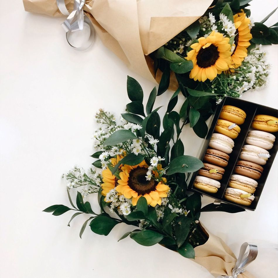 Beautiful stock photos of sunflower,  Arrangement,  Bunch Of Flowers,  Cake,  Celebration