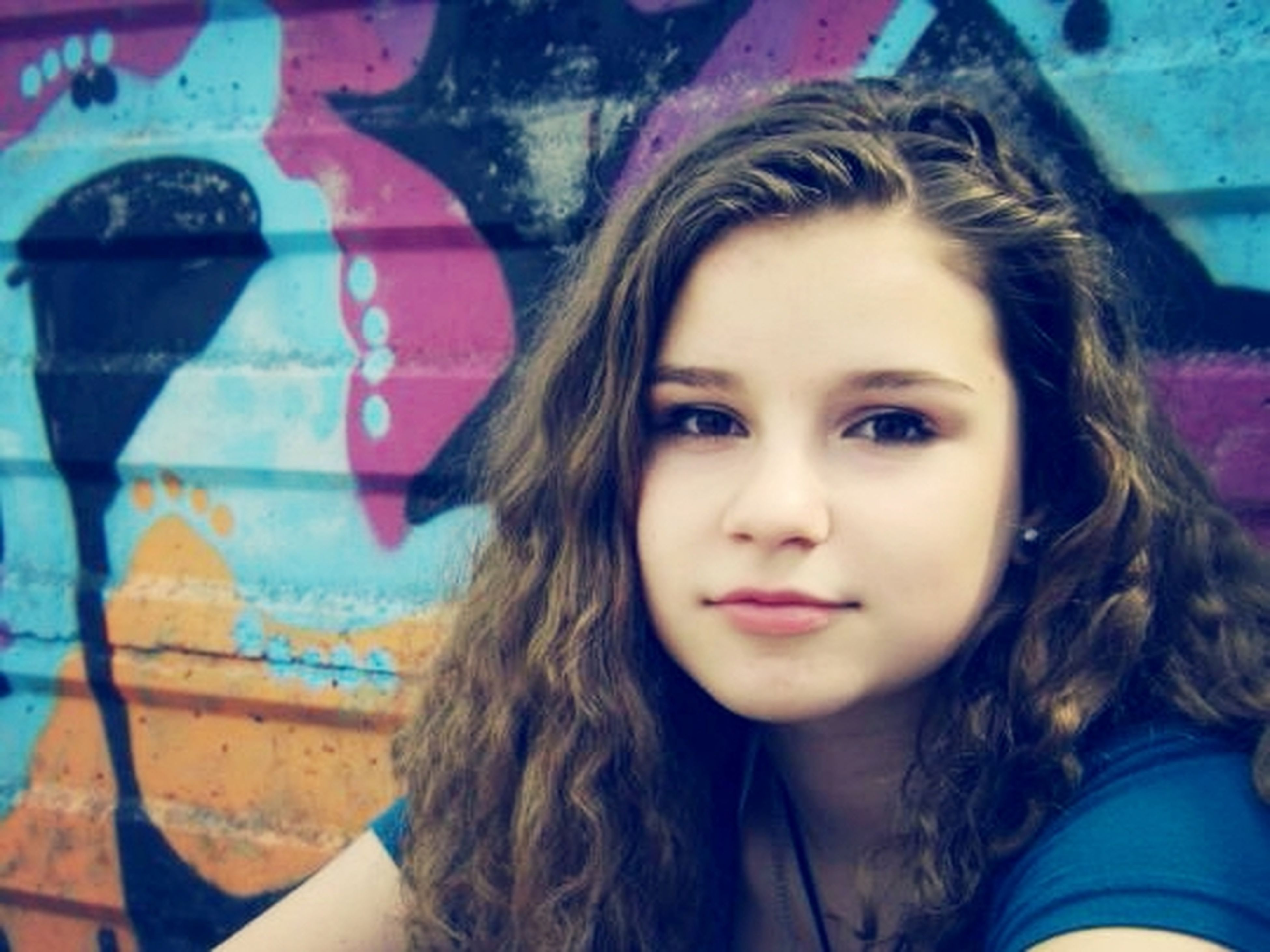 headshot, portrait, young adult, person, young women, looking at camera, long hair, lifestyles, leisure activity, front view, smiling, head and shoulders, close-up, focus on foreground, brown hair, day