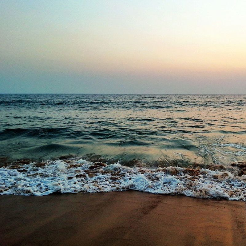 Effervescent Waves at the beautiful Shankumugham Beach in the Evening ...