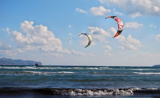 Sea Extreme Sports Water Adventure Sky Cloud - Sky Parachute Beauty In Nature Beach Flying Lifestyles Nature Sport Paragliding Outdoors Horizon Over Water Kiteboarding Wave Day Alcudia Mallorca Kitesurfing