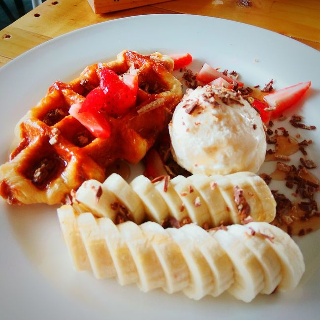 Waffle Banana Strawberry White Plate Serving Dish Dessert Food Stylist Air Cream Fresh FruitsFresh FruitsFresh Fruits Wooden Table
