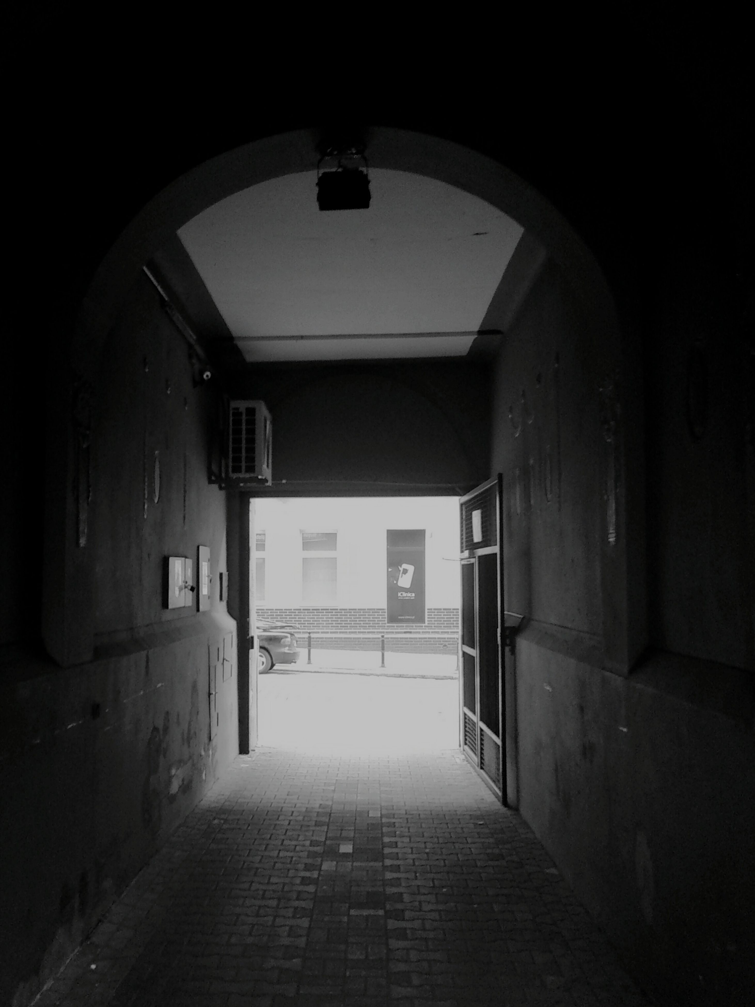 architecture, built structure, the way forward, building exterior, arch, corridor, indoors, narrow, building, door, empty, alley, diminishing perspective, entrance, wall - building feature, archway, walkway, wall, house, residential structure