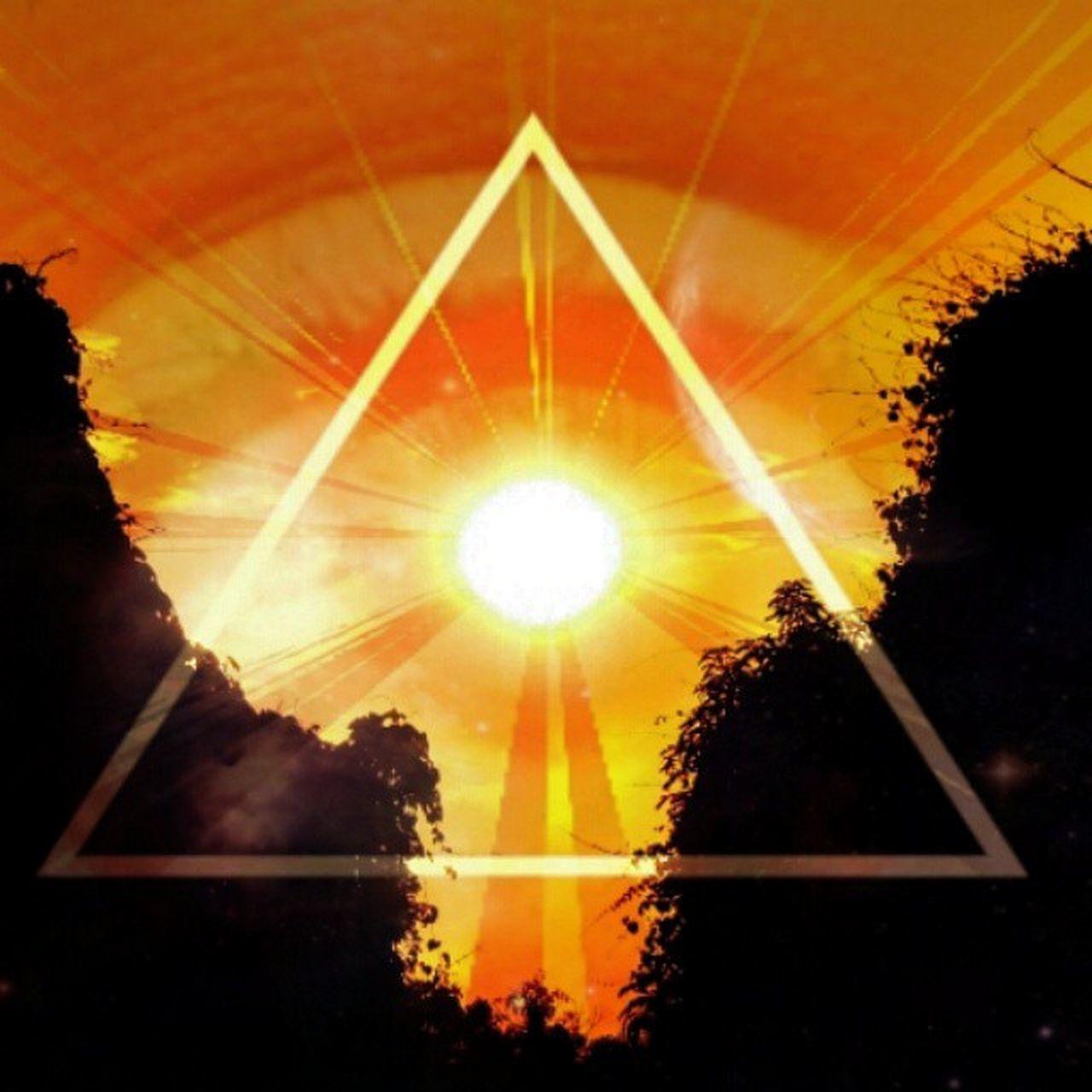 illuminated Tags : ➡ Skyfell Pixlr Triangle sunset illuminati allseeingeye cosmicgeometry photoexperiments photoeffects photooftheday