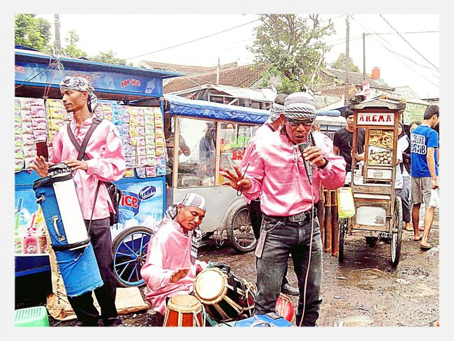 just headingback again to bandung and enjoy to watching street musician they are was playing dangdut music with traditional instrument.