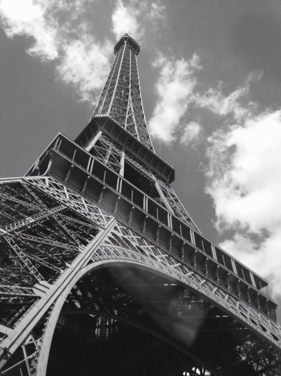 Tour Eiffel, Paris. Tour Eiffel ♥ Tour Eiffel Tour Effeil France Paris France Paris ❤ Parispics Parisweloveyou Paris Je T Aime Paris parisjetaime Eiffel Tower Eiffeltower Eiffel Tour Eiffel Black And White Tour Eiffel, Tour Eiffel Different View