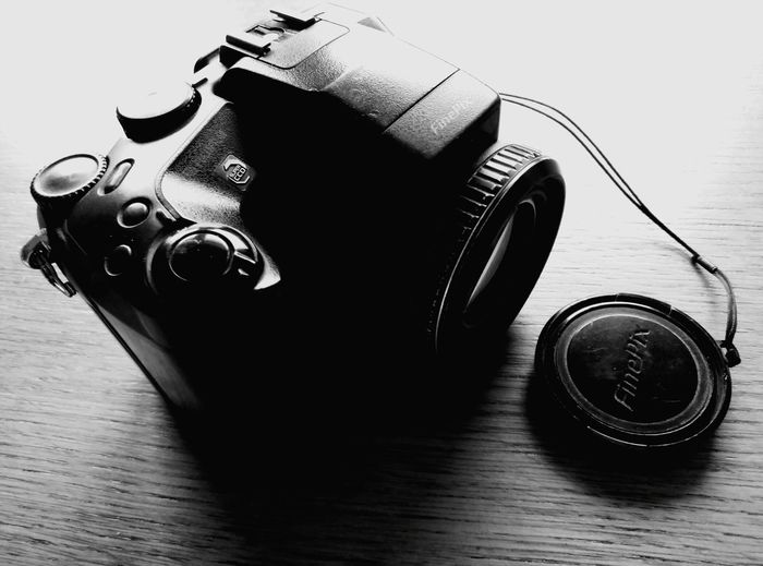 Lens - Optical Instrument Camera - Photographic Equipment Photography Themes Old-fashioned Digital Camera Photographic Equipment Modern No People Black Color Technology Digital Single-lens Reflex Camera Close-up Lens - Eye SLR Camera Day