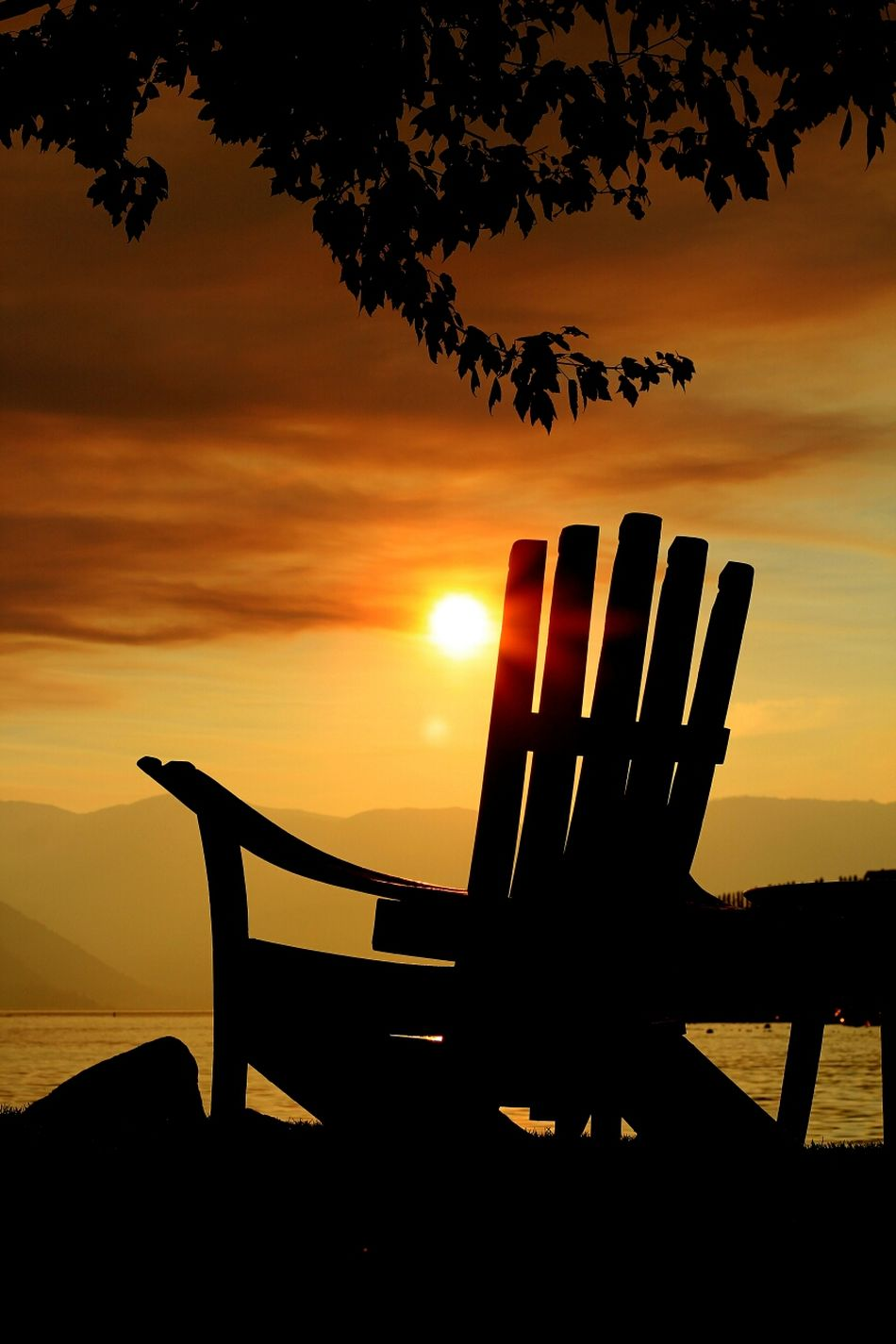 The Tourist and his chair. Traveler 43 Golden Moments Tranquil Secluded  Lakeshore Tourism Tranquility Calming Adirondack Chairs Adirondack Relaxation Relaxing Travel Travel Stories Lake View Calmness Resort The Traveler - 2015 EyeEm Awards Deceptively Simple The Adventure Handbook Spring Into Spring Sunset Silhouettes Sunset Lake Chelan - Best Place On Earth. Hidden Gems