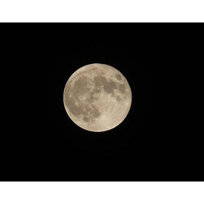 月 スーパームーン Moon 雨で見えない人まで届いて。