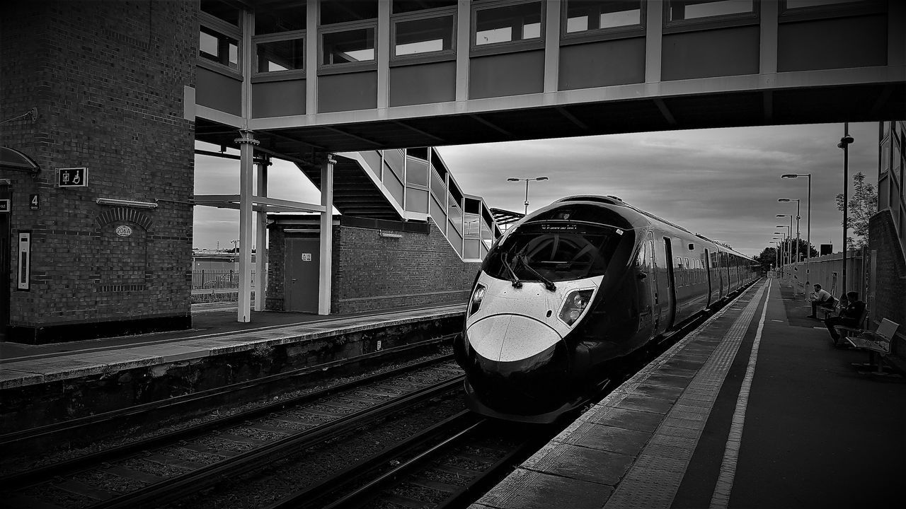 395 Javelin Train Black And White British Railways Commuter Train Day Fast Train High Speed Train Kent England Mode Of Transport Outdoors Passenger Train Public Transportation Rail Transportation Railway Station Platform Sittingbourne Sittingbourne Train Station Sky Southeastern Highspeed Southeastern Trains Station Platform Train - Vehicle Trains Trains_worldwide Trainspotting Transportation
