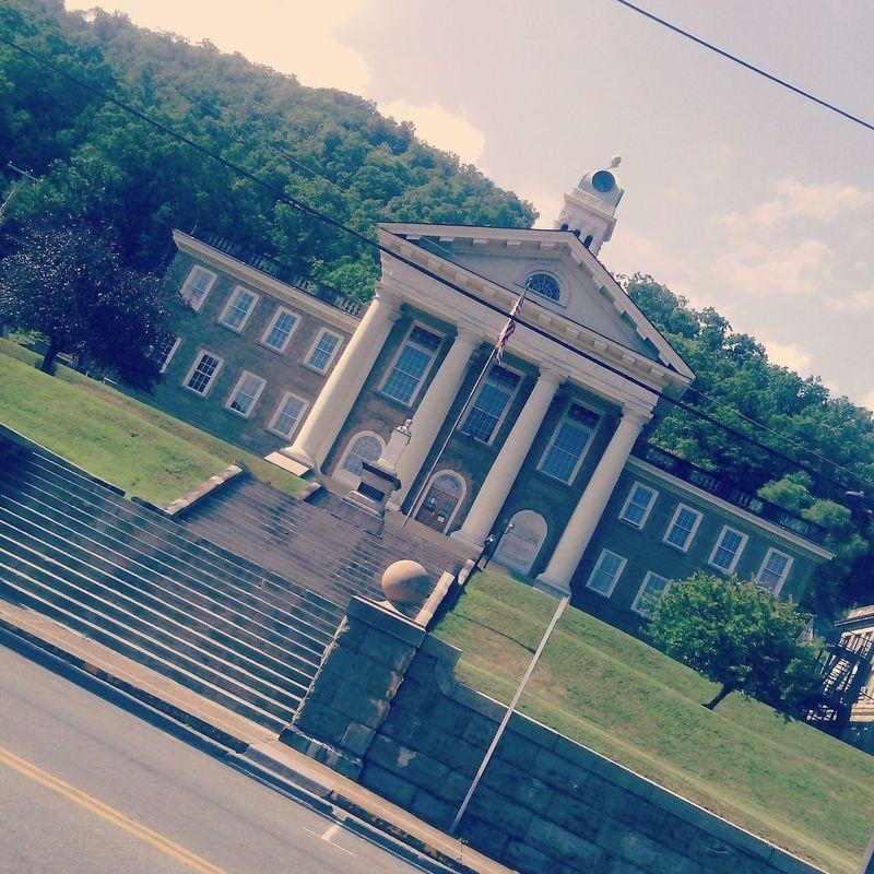Pineville court house Taking Photos