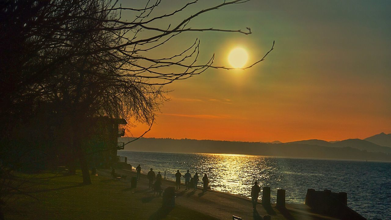 Alki.. Beach OtherMindMedia Taking Photos Washington Sunset #sun #clouds #skylovers #sky #nature #beautifulinnature #naturalbeauty #photography #landscape Urban Escape Hanging Out