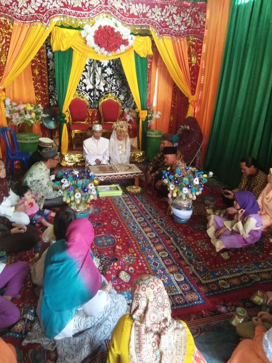 Multi Colored Celebration Religion Cultures Tradition Men Flower Indoors  Large Group Of People Statue Day People Sari Wedding Sisters Akadnikah Simple Wedding
