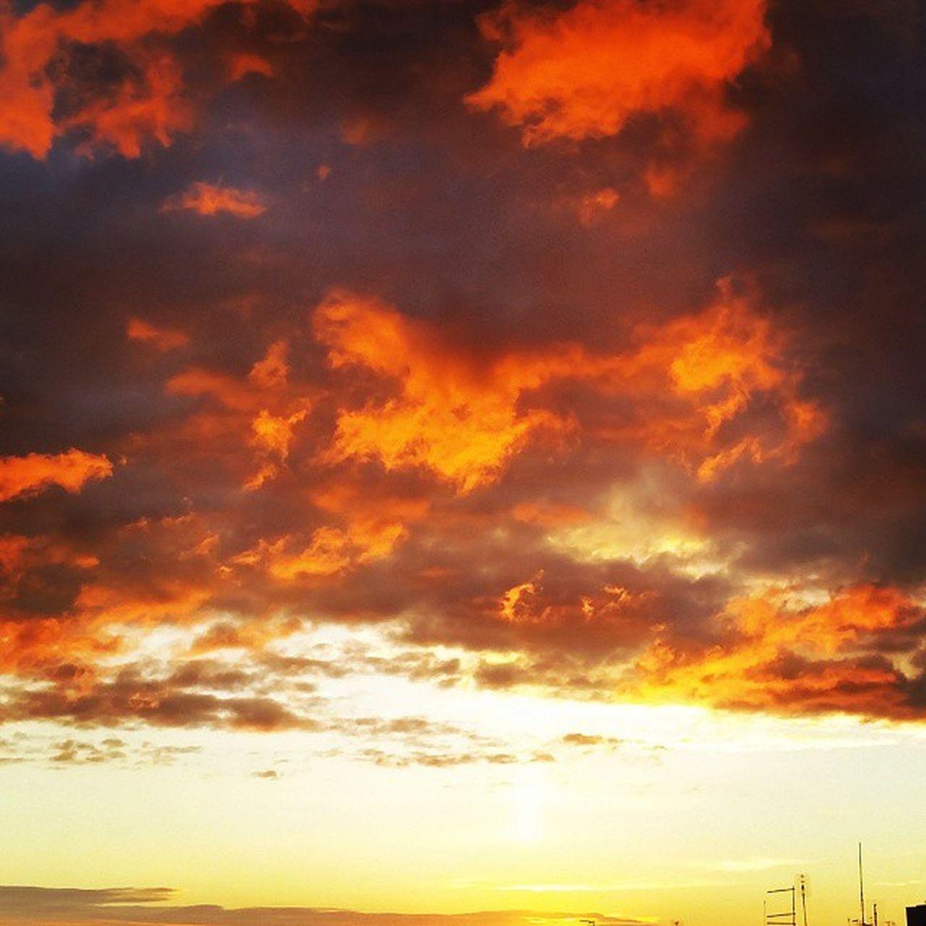 """""""Vanno vengono per una vera mille sono finte e si mettono li tra noi e il cielo per lasciarci soltanto una voglia di pioggia."""" Deandre Faber Fabrizio Nuvole clouds"""